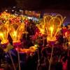 미얀마 밤하늘 수놓는 '따자웅다잉'···거대열기구·형형색색 폭죽, 장관 연출