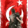 """[터키 쿠데타 동영상] 진압 경찰, """"너희가 무슨 죄라고""""···시민들 어린 군인 폭행하자 온몸으로 감싸"""