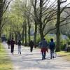 '걷기운동' 제철···하루 5km만 걸어도 활력 넘친다