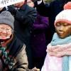 [12.14 역사속 아시아] 평화의소녀상 설치(2011)·이라크 기자 부시 대통령에 신발 투척(2008)