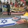 불타는 성조기에 넘어지는 시위대