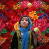 재주 부리는 아프간 소녀 곡예사