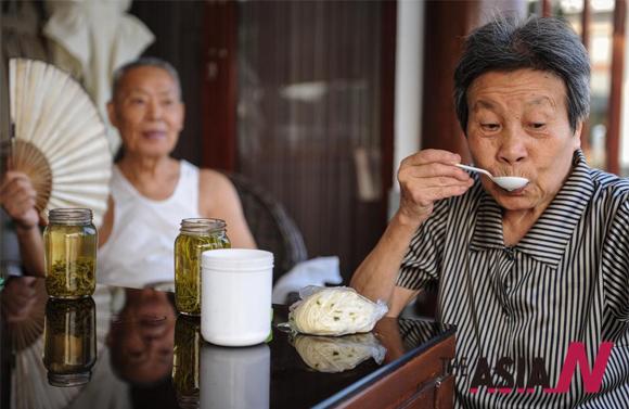 중국의 1위안 찻집, 노인층에 인기