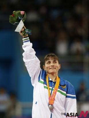 우즈베키스탄 기계체조 선수 옥사나 추소비티나