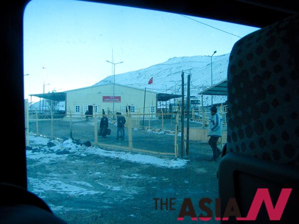 버스안에서 본 시리아 난민캠프.