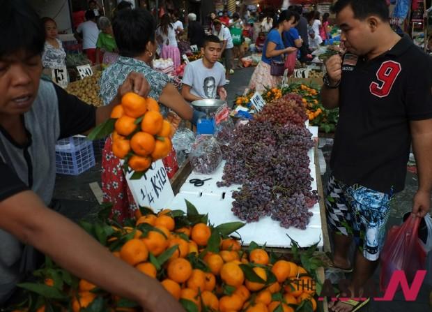 필리핀에선 포도, 만다린 등 둥근 과일들이 새해에 행운을 가져다 준다는 속설이 있다.