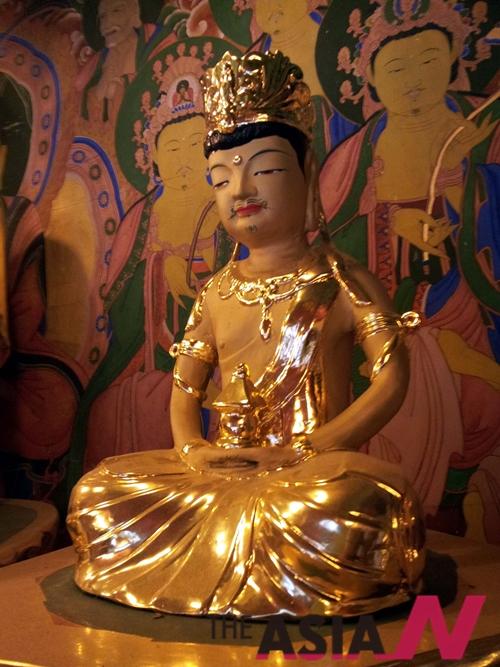 우리가 부처님이라고 하는 분은 석가모니(釋迦牟尼)로 인도나 네팔에서는 싯다르타 태자라고 한다.
