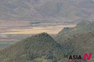 최전방 GDP초소 너머로 보이는북한 협동농장