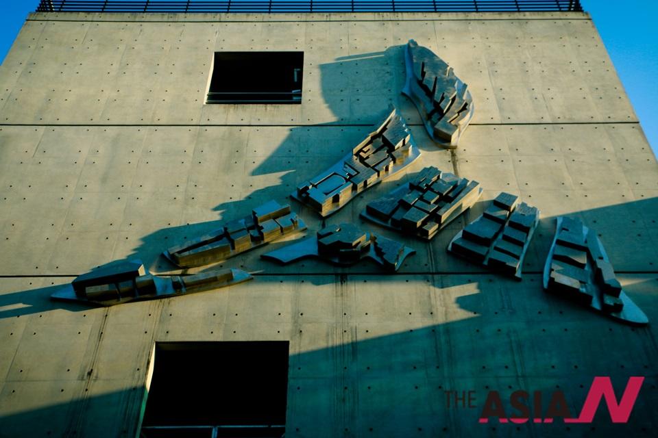 문래예술공장 전경. 문래예술공장은 '문래예술촌'과 국내외 다양한 예술가들을 위한 지원센터로 옛 철공소 자리에 2010년 1월 28일 개관했다.