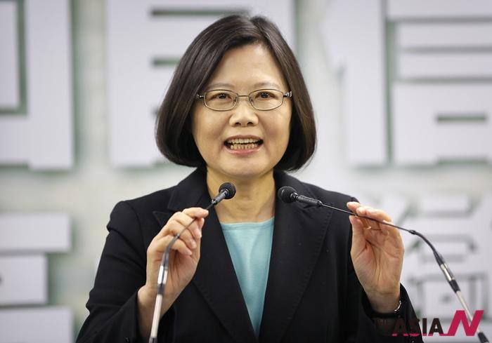 대만의 제1야당 민진당의 차이잉원 당수가 15일 내년 총통 선거 후보로 지명된 뒤 연설하고 있다. 59세인 차이 당수는 첫 여성 총통에 도전한다.
