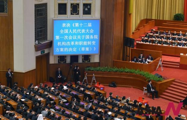 2013년 3월 열린 전인대 12기 1차회의. 이 자리에서 시진핑의 국가주석, 장더장의 전인대 상무위원장 인선안이 통과됐다.