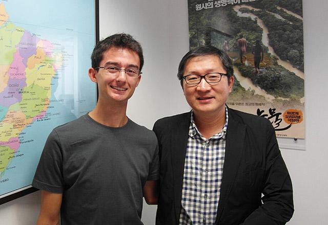국경없는 과학 대학생으로 선발된 마테우스 페르난도(왼쪽)와 필자.