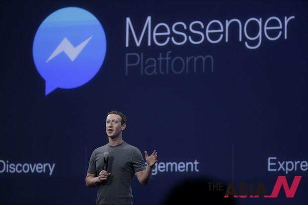 페이스북 창업자 마크 저커버그가 페이스북 메신저 앱을 설명하고 있는 모습. '웹 시대'에서 출발한 페이스북은 '앱 시대'에서 진화를 모색하고 있다.