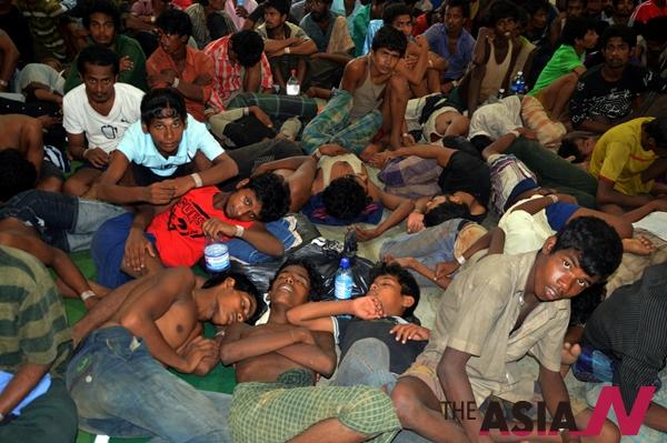 미얀마 방글라데시 출신 불법 해상난민들이 5월11일 말레이시아 랑카위에 상륙했다.