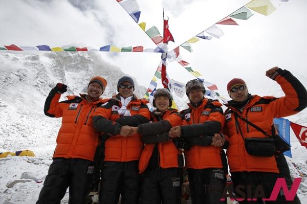산악인 김창호 대장이 2013년 5월20일 아시아 최초로 히말라야 14좌 무산소 등정에 성공했다.