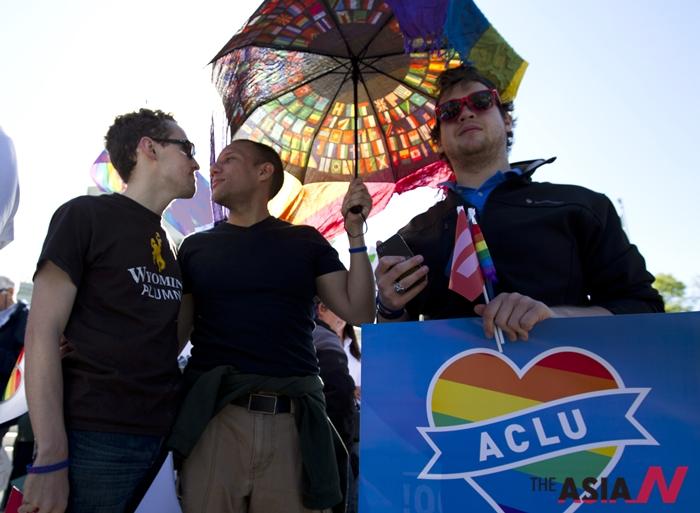 4월28일 동성결혼 합법화를 위해 시위에 나선 미국시민들