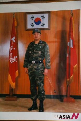 민 장군의 특전사령관(1986~88) 시절 모습. 당시 그는 철저한 교육훈련과 공정한 인사관리로 30년 가까이 지난 지금도 하사관과 장교 등 부하들이 따르고 있다.