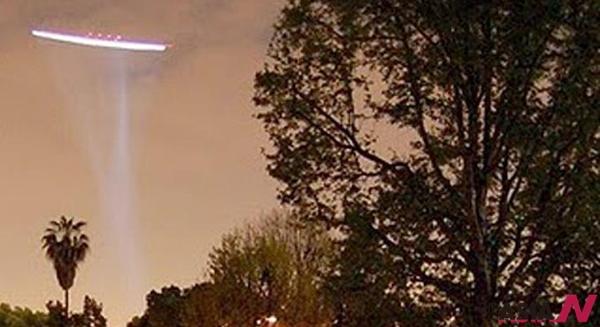 2010년 11월5일 중국 저장성(浙江省) 항저우(杭州)의 소산(?山)국제공항에서 4일 오후 미확인 비행 물체가(UFO)가 출몰해 공항이 일시적으로 폐쇄됐다.