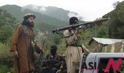 미국 주도의 연합군이 이슬람 급진 무장 세력 '이슬람국가(IS)'에 대한 공습을 이어가는 가운데 파키스탄에 거점을 두고 있는 탈레반이 IS에 대한 지지를 선언했다.