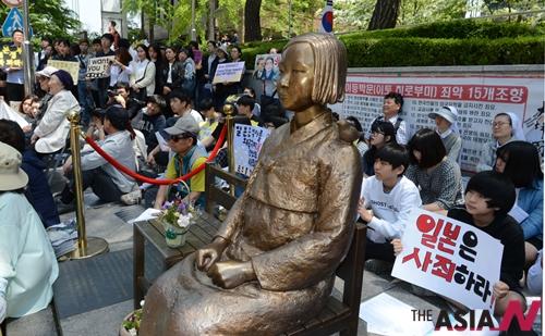 서울 종로구 일본대사관 앞에서 열린 제 1178차 일본군 위안부 문제 해결을 위한 정기 수요집회가 열리고 있다.