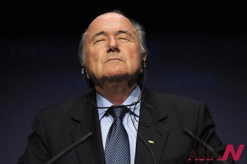 지난 2010년 11월19일 자료사진으로 제프 블래터 국제축구연맹(FIFA) 회장이 스위스 취리히에서 열린 집행위원회 모임 후 기자회견을 하고 있다.