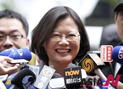 대만 민주진보당 차기 총통 후보인 차이잉원 주석이 2012년 1월 총통 선거에 출마했을 당시 대만 신베이에서 기자회견을 갖는 모습.