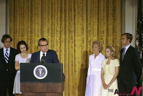 워터게이트 사건으로 사임 연설을 하는 리처드 닉슨 전 대통령