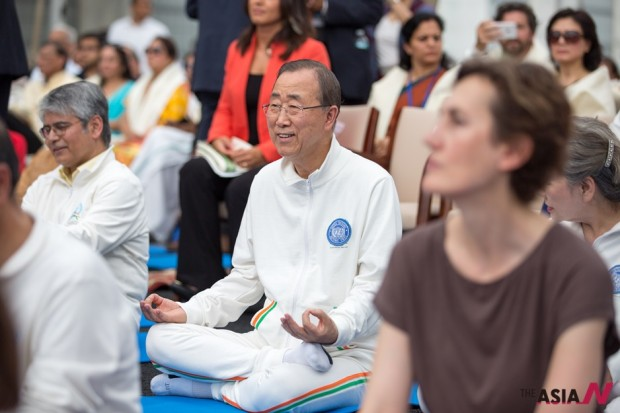 제 1회 세계 요가의 날 행사에 참석한 반기문 유엔사무총장