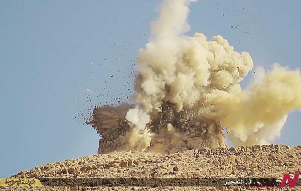 지난 6월22일 이슬람 극단주의 무장단체 이슬람국가(IS)가 팔미라 일대 유적지를 파괴하는 모습