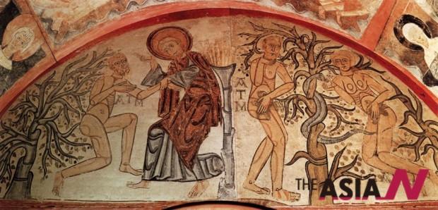 스페인 마드리드 프라도 미술관에 전시된 아담의 창조와 원죄. 12세기에 벽화를 캔버스에 옮겨 그렸다.