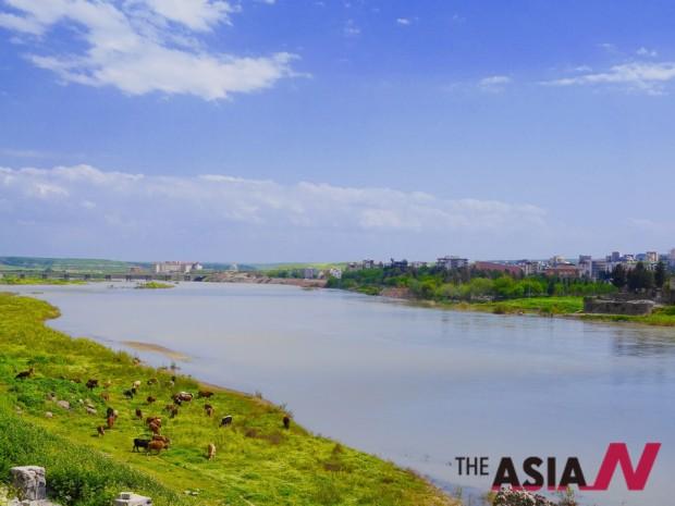 지즈레 전경. 티그리스 강이 도시를 관통하고 있다.