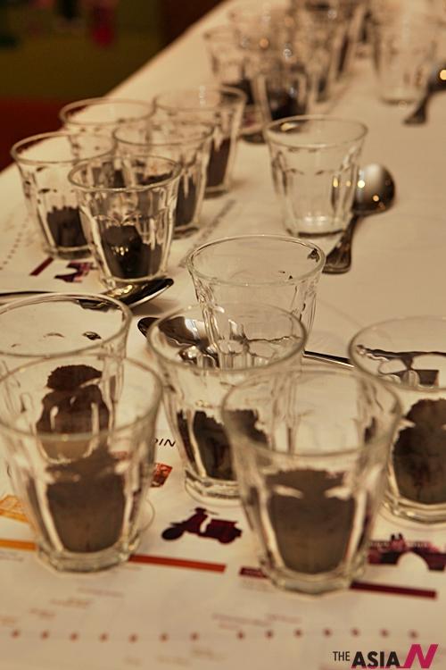 커피의 향미를 평가하기 위한 커피테이스팅 테이블