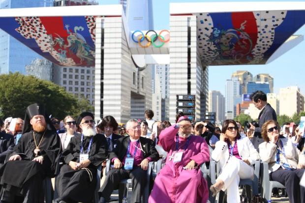 행사에 참석한 해외귀빈들이 기념촬영하고 있는 모습