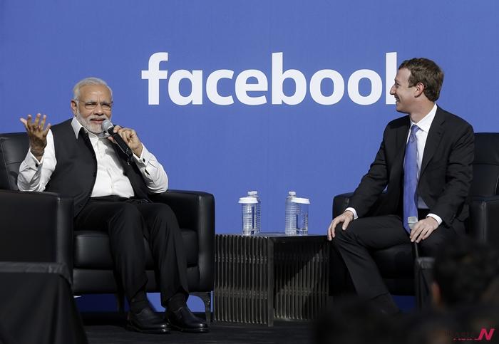 지난 9월27일 인도 나렌드라 모디 총리가 마크 주커버그 페이스북 CEO와 대화를 나누는 모습