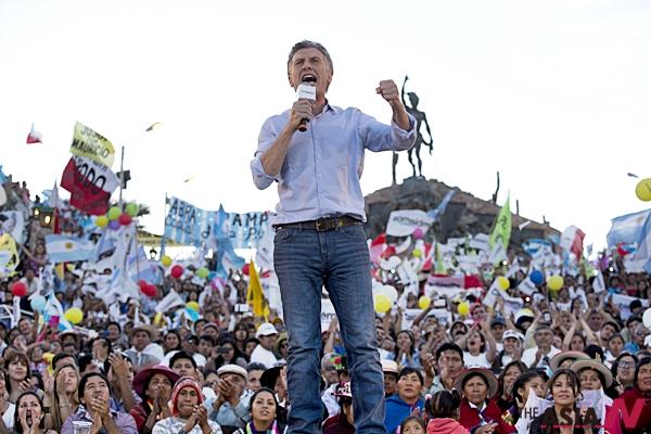 아르헨티나 대선 결선투표가 오는 22일(현지시간) 실시되는 가운데 중도 우파 성향의 야당 '공화주의 제안당'의 마우리시오 마크리 후보가 19일 후마후아카에서 열린 집회에서 연설하고 있다.