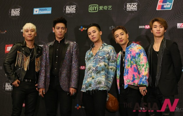 Members of South Korea boy band Big Bang pose for the photographers after winning the Artist of the Year of the 2015 Mnet Asian Music Awards (MAMA) in Hong Kong, Wednesday, Dec. 2, 2015. (AP Photo/Kin Cheung)