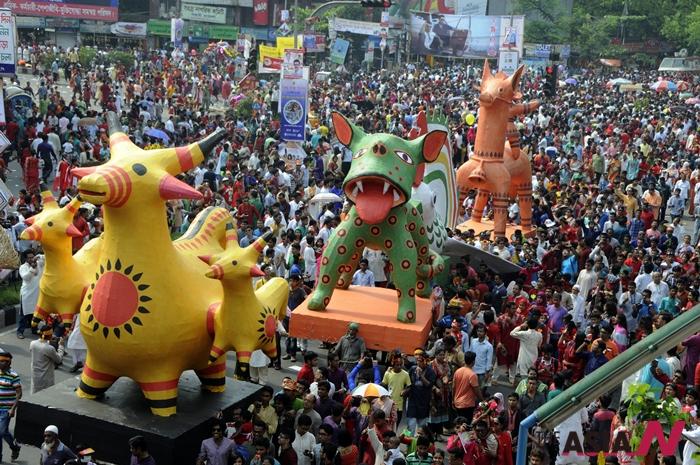작년 4월14일 설날을 맞이한 방글라데시 수도 다카에서 축제가 한창이다.