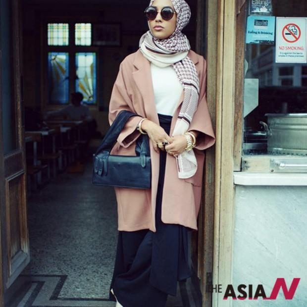 히잡을 두른 모델이 등장해 화제가 된 H&M의 광고