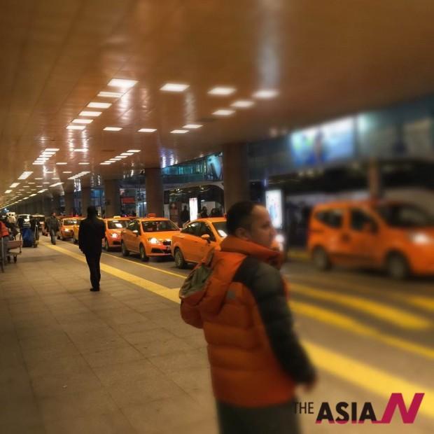 이스탄불 공항에 도착하여 사비하궤첸 공항으로 이동하기 전