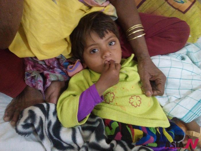 파키스탄 타르사막에 위치한 000지역에선 올해만 150명이 넘는 어린이가 수인성 전염병으로 사망했다.
