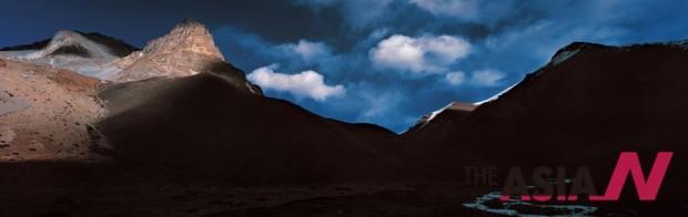 돌포의 차르카보트 마을 조금 못 미쳐 촬영한 오후의 광선과 구름의 조화가 황홀하기만 하다.