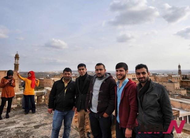 자나와 그의 지즈레 친구들. 6일날 밤 기자를 불러낸 친구들이다. 특별했던(?) 그도 사진에 있으나 그를 지목 할 수 없다. 그의 목숨과 직결 되기에.
