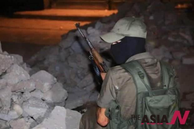 시리아 쿠르드족의 점령지역에 힘을 보탠 PKK 전투 모습. 이 사진을 보내준 이는 자신을 PKK대원이라고 소개하며 카메라를 요구하기에 이른다.