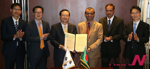 In 2014, Korea Exchange signed MOU with Dhaka Stock Exchange (DSE) for cooperation in stock market IT infrastructure field.