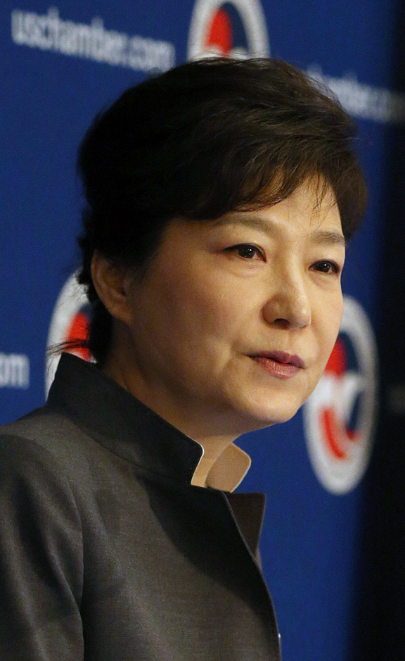 Attending Roundtable Luncheon Hosted by U.S. Chamber of Commerce President Park Geun-hye delivers an address at a luncheon hosted by U.S. Chamber of Commerce, the Federation of Korean Industries, and the Korea-U.S. Business Council at the Willard Hotel on May 8, in Washington D.C. 2013.05.08.(U.S. Estern Time) Cheong Wa Dae -------------------------------------- ¹?±¹ ??°ø?¸??¼? ???? ¶?¿????×??º? ¹× ¿??? ¹?±??? ´???·??? 8???¨????½?°??? ¿?½??? D.C. ?ª·??? ??????Ƽ³??Ð ????¿¡¼­ ¿­¸° ¹?±¹ ??°ø?¸??¼? ???? ¿???¿¡¼­ ¿?¼³?? ??°? ??´?. ??¿?´?
