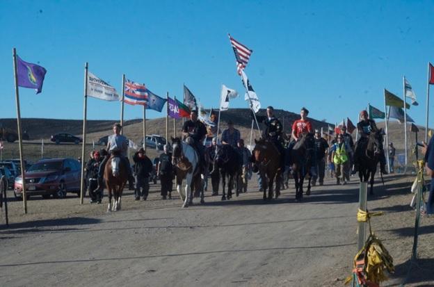s-dakota-men-on-horse