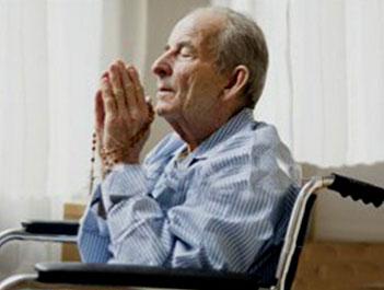 old-man-prays