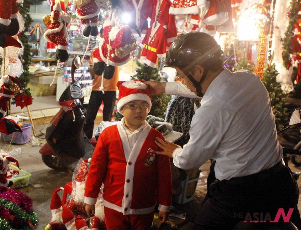 VIETNAM-HANOI-CHRISTMAS